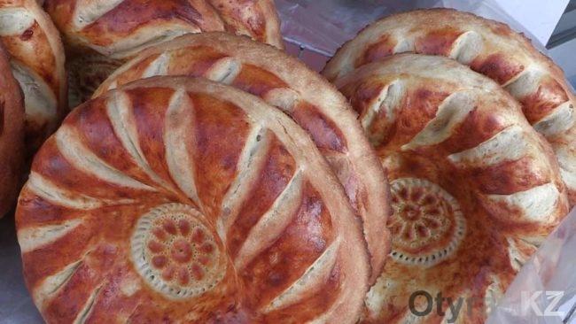 Лепешки на шымкентском базаре