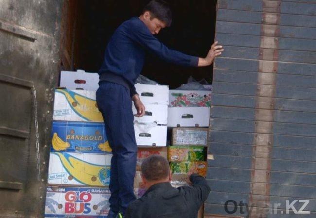 В Астану из Шымкента отправились 27 фур груженных местной продукцией