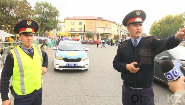 Жанабай Жарасов, командир взвода на рабочем посту.