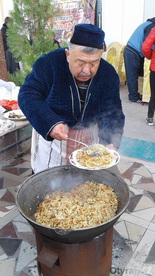 1500 килограмм плова приготовили ошпазы на фестивале плова