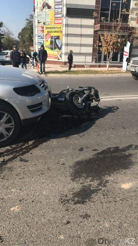 Авария с участием мотоцикла в Шымкенте