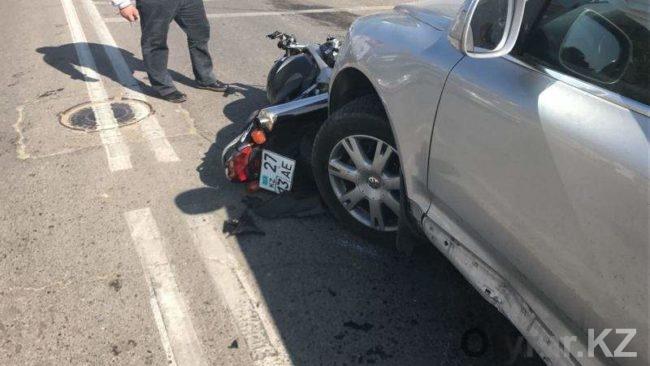 Авария с мотоциклом в Шымкенте