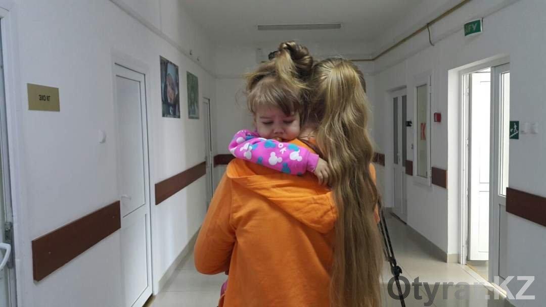 Виола Балан девочка из Шымкента для которой неравнодушные люди  Виола Балан с мамой в больнице