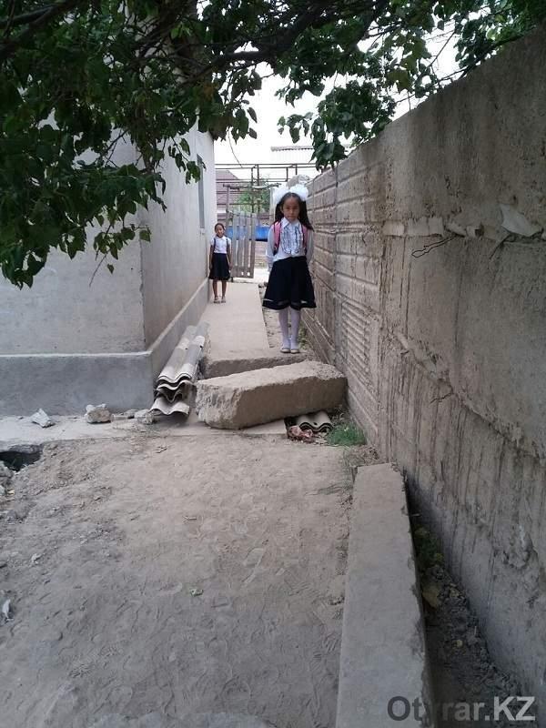 """Юные жители микрорайона """"Кайтпас-1"""" просят выделить им бесплатный транспорт"""