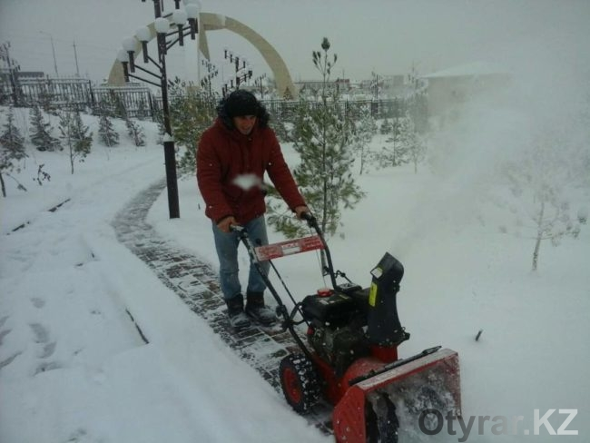 Очистка от снега парков и скверов