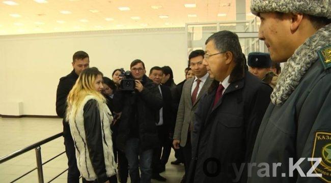 Девушка каждый день ездит в Казахстан из Узбекистана к своему молодому человеку