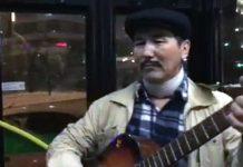 Песнями под гитару обрадовал гость из Шымкента пассажиров автобуса в Астане