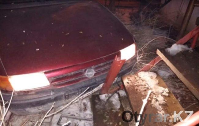 В Шымкенте во время аварии пьяный водитель спал за рулем