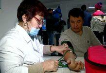 В ЦОНах Шымкента дежурят врачи