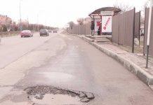 В Шымкенте улицы отгородили заборами