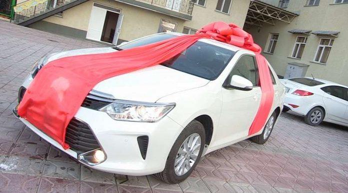 Пять автомобилей и огромное число ценных призов получили клиенты ТС