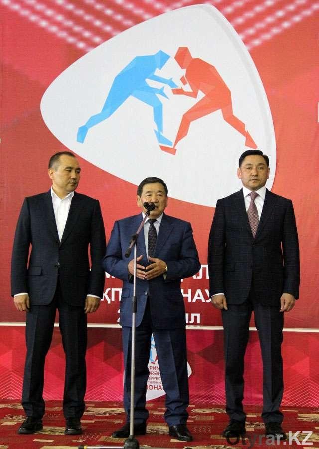 В Шымкенте проходит чемпионат Республики Казахстан по борьбе среди взрослых