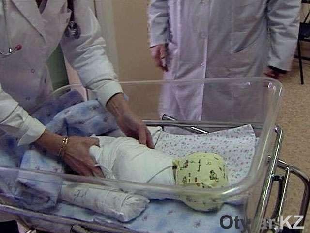Новорожденную девочку бросили на улице