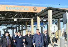 Аскар Мамин с делегацией на казахстанской границе