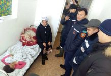 Спасатели привезли врача к ребенку