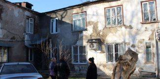 Аварийный дом по улице Туркестан
