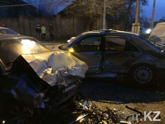 В крупном ДТП разбились сразу три автомобиля