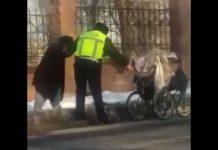 Полицейский помог пожилому человеку в сложной ситуации