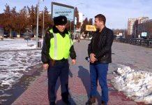 Шымкентский полицейский сделал доброе дело и стал известным на всю страну