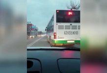 Водителя автобуса лишили прав за «байгу» на дороге в Шымкенте