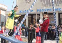 В Наурыз молодежь ЮКО устроила соревнования по национальным играм