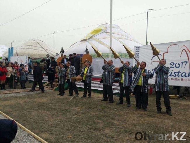 Выступление дуторчи в Туркестане