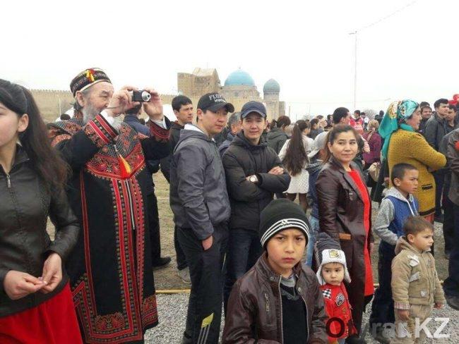 Гости праздника в Туркестане