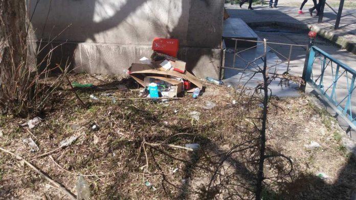 Мусор в центре города Шымкент