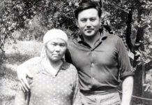 Нурсултан Назарбаев с мамой