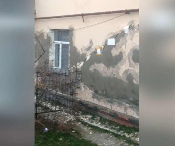 В Ленгере разваливается дом