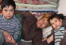 Многодетная мать прикована к постели