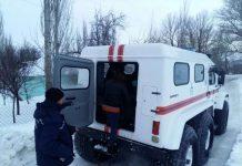 Спасатели забирают больных в Байдибеке