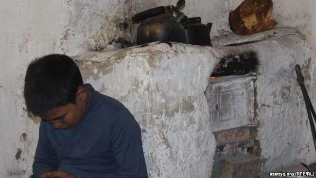 В Шымкенте мать шестерых детей прикована к постели
