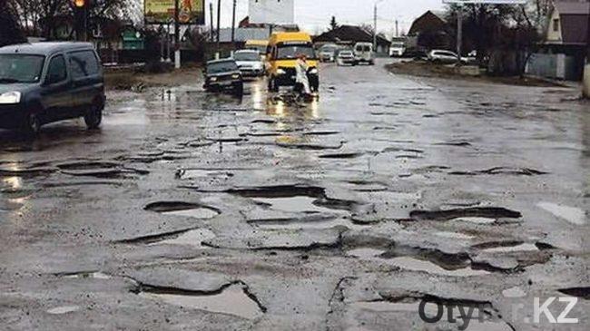 Разбитые дороги в Шымкенте