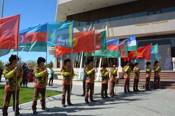 В Туркестане торжественно открылся международный фестиваль театров тюркского мира
