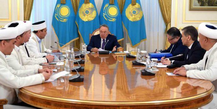 Назарбаев встретился с представителями ДУМК