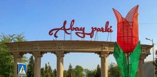 Новая вывеска на парке Абая