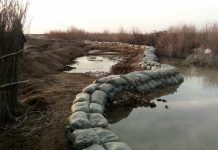 Укрепление берегов реки