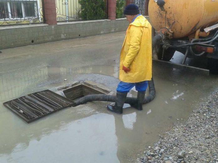 В Шымкенте затопило улицы