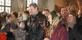 Вербное воскресенье с вербой в церкви