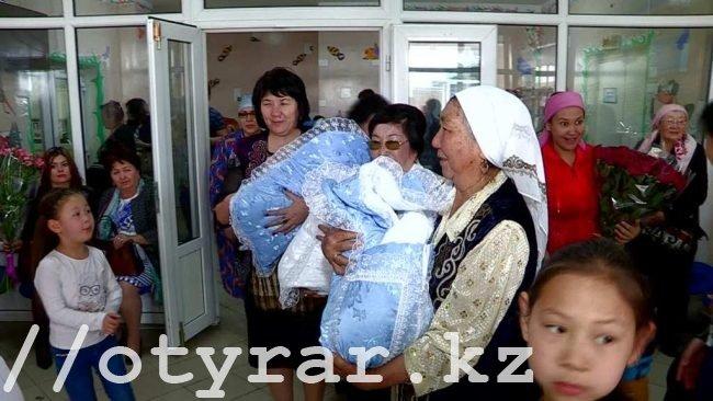 В Шымкенте родились тройняшки