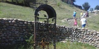 Крест на роднике в Георгиевке