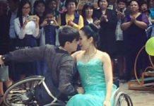 Девушка танцует в инвалидной коляске