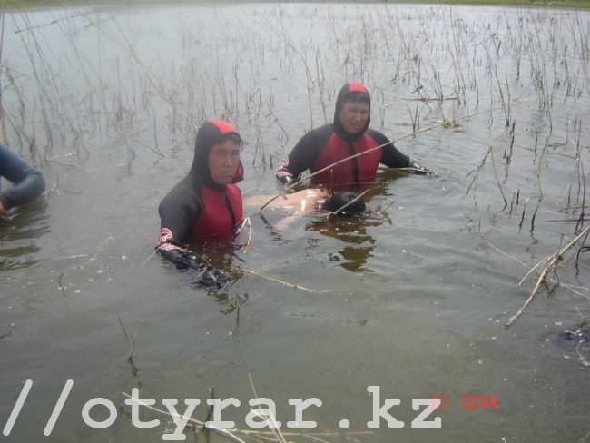 Спасатели-водолазы