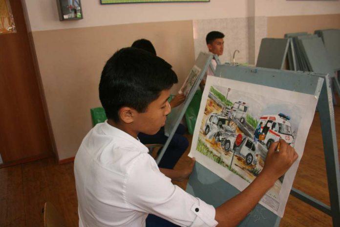 Дети рисовали полицейских