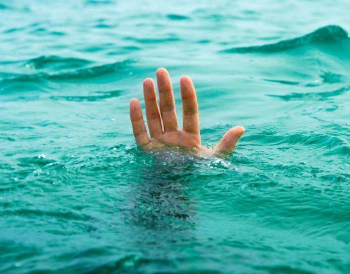 Тонущий в воде
