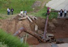 Воды Сайрам-Су разрушили бетонные конструкции берегов и моста в Шымкенте