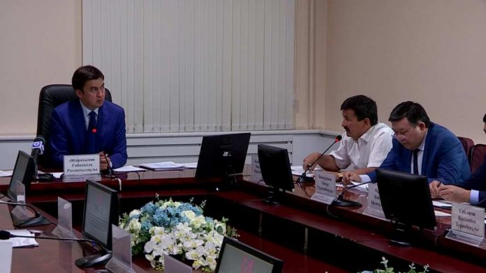 Заседание акима Шымкента с заместителями и акимами районов
