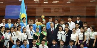 Аким ЮКО встретился с победителями международных и республиканских олимпиад