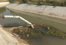 Канализационный сток в поливной канал в Сарыагаше